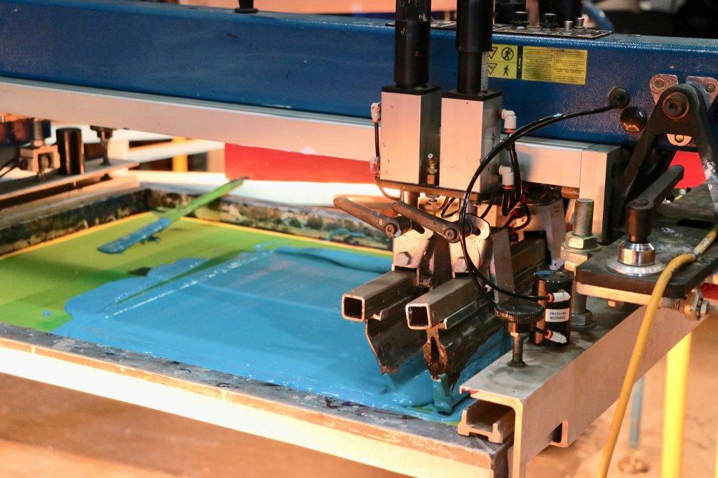 Área de confecção dos produtos: máquinas de produção