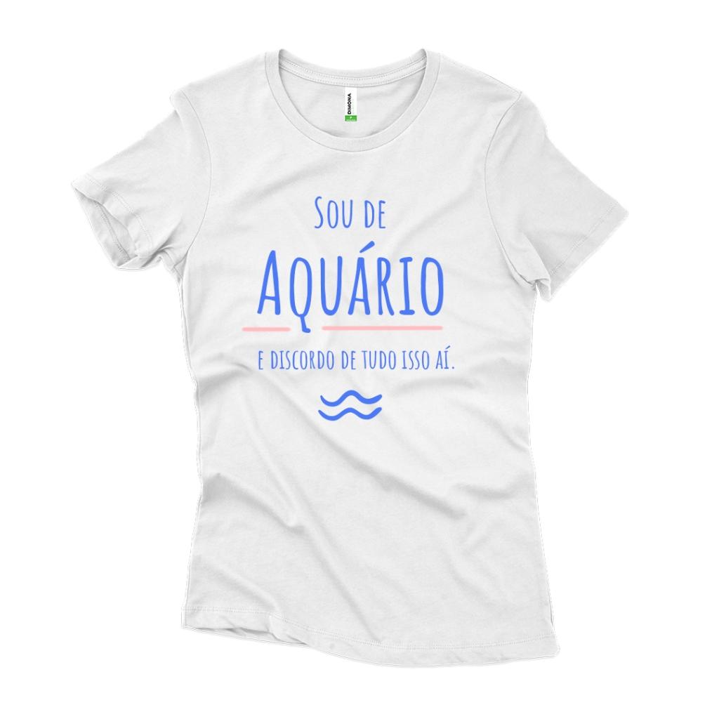 """Camisa branca personalizada do signo de aquário, escrito """"sou de aquário e discordo de tudo isso aí"""""""